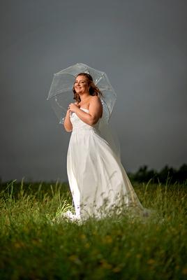 Farm Bridal, Bride in the rain