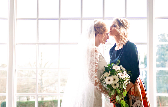 Mother and Daughter wedding day moment