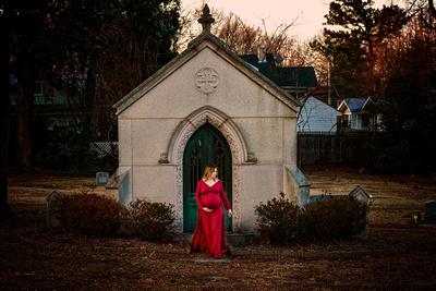 Graveyard maternity, gothic maternity